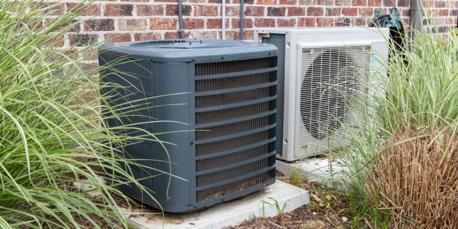 air conditioner mini split unit outside home